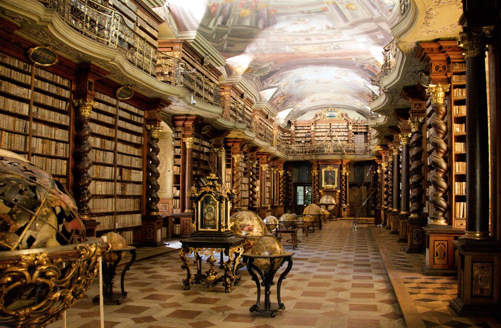 Baroque library hall in Clementinum, part of Czech National Library in Prague. https://t.co/LDGBv10PtU