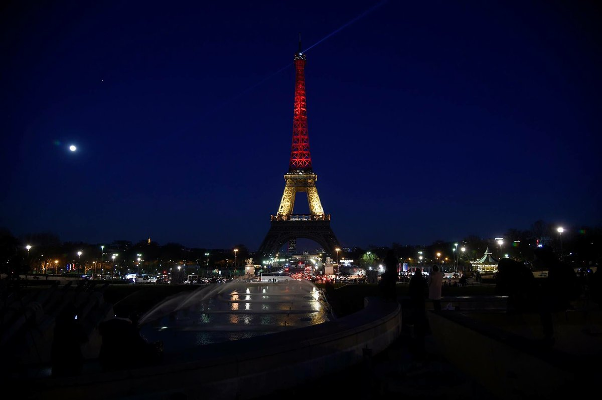 The Eiffel Tower Lit up with the colors of the Belgian flag following the #BrusselsAttacks #JeSuisBruxelles https://t.co/kMHEo3RTWu