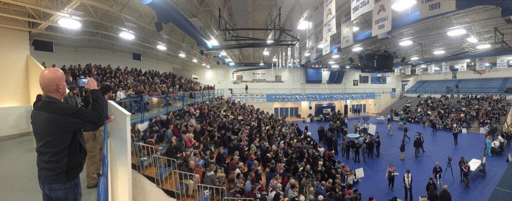 Historic turnout (1200) @ Bonneville #IdahoCaucus #BernieSanders supporters on left, #HillaryClinton 's on right https://t.co/jMGLoTKcGZ
