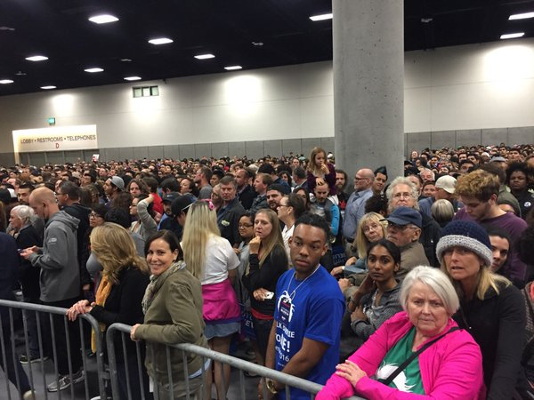 Convention Center says 8,800 people in main room, 6,000 in overflow room for @BernieSanders https://t.co/K4jW2ajp6x https://t.co/Q2VEQRzgFs