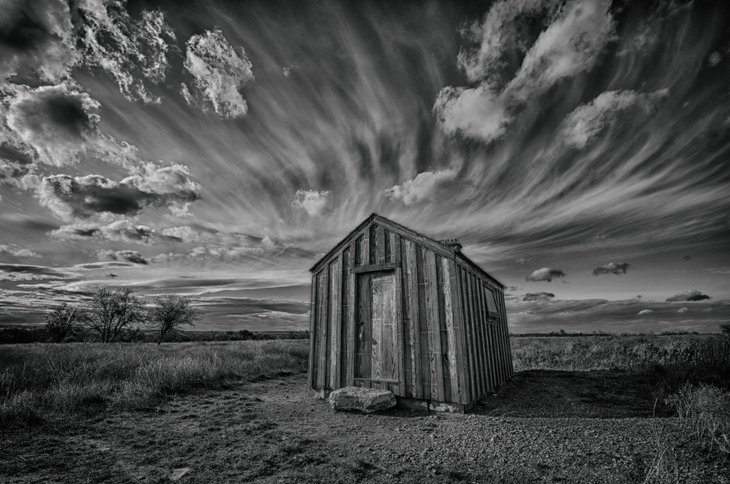 RT @hitRECord: 'saintmaker' captured this gorgeous black & white shot of a little house on a prairie -- https://t.co/LblqWP094y https://t.c…