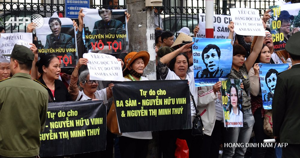 Protests in Vietnam as prominent blogger goes on trial https://t.co/0Te2RX4Mk3