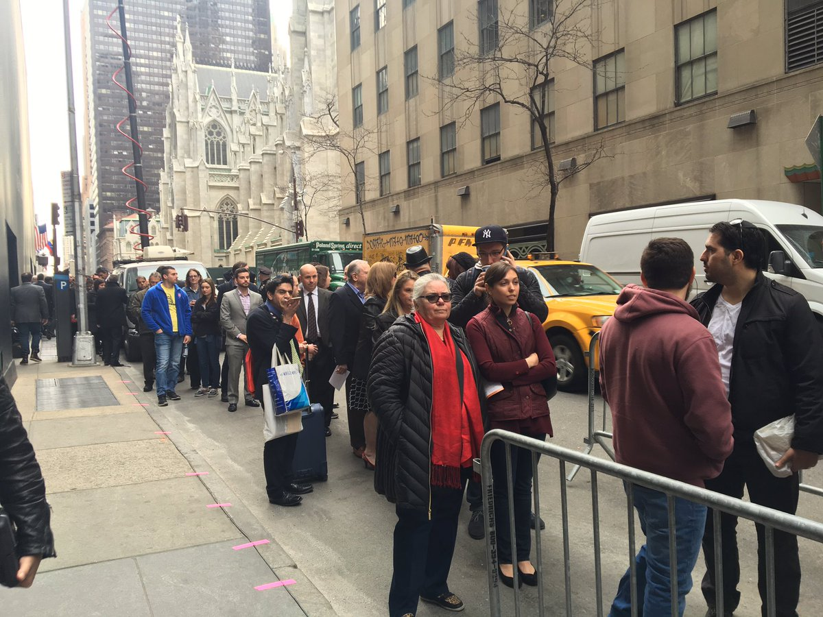 We might be in NYC, but long line to get into the @tedcruz event. @ABCPolitics https://t.co/77cL8ulg1x