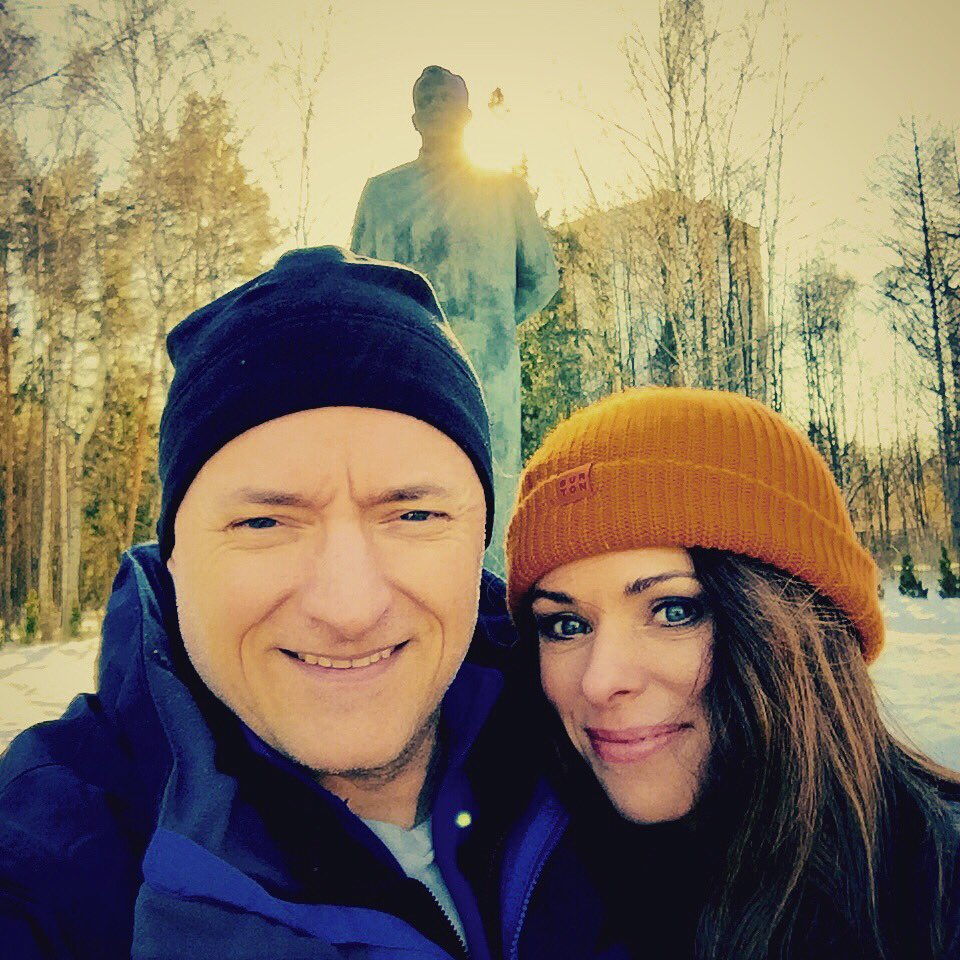 Arrived in Star City! @StationCDRKelly & I at #YuriGagarin memorial before dinner w crew mates Kornienko & Volkov. https://t.co/qiXDqLJxyU