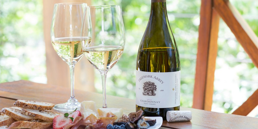 Nothing says #Spring better than chilled #Chardonnay, fresh #fruit and #cheese! #Yum https://t.co/Is70x4Hj6Y