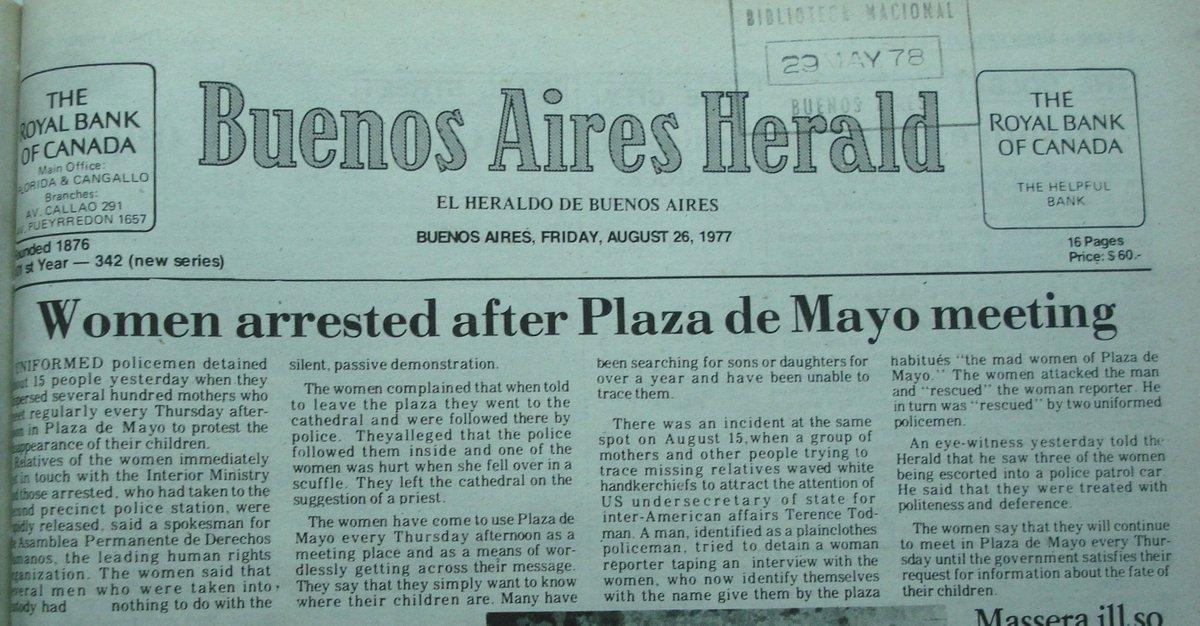 """""""Han comenzado a usar la Plaza de Mayo los jueves. Quieren saber donde están sus hijos."""" 26 agosto 1977 @herald_film https://t.co/rjSGBRWDwm"""