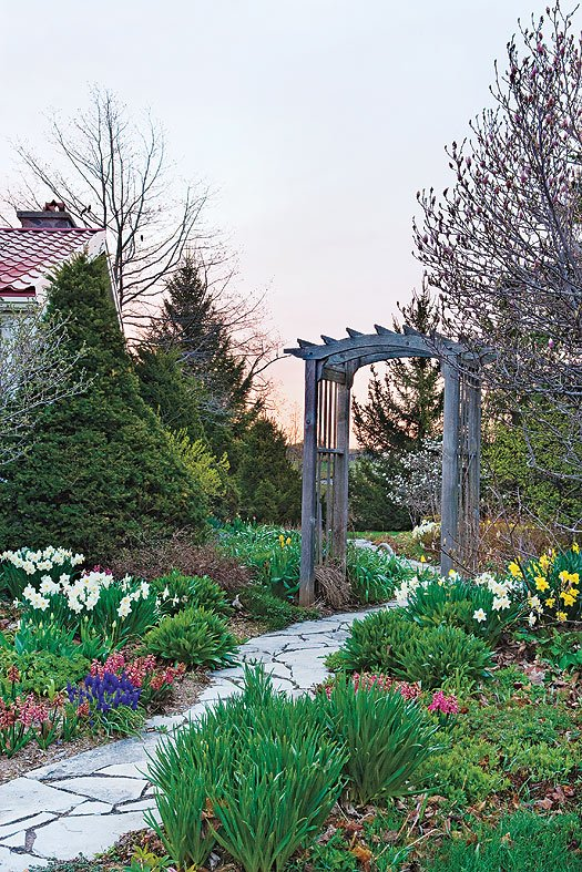 Need a dose of #spring inspiration? This Ontario #garden captures the essence of the season! https://t.co/F08yEdGDCs https://t.co/sV5Fii2tYh