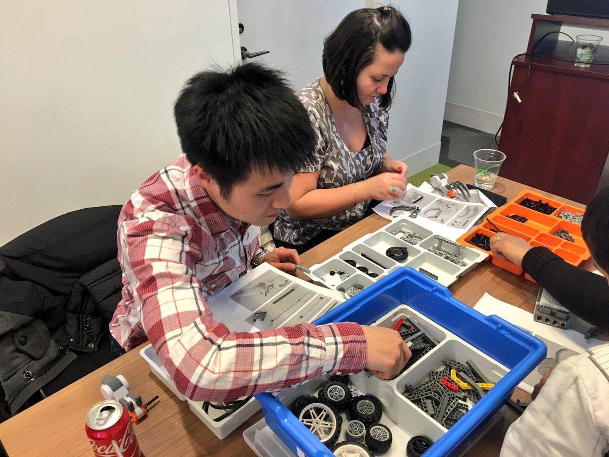 .@LEGO_Education MƒA Master teachers explore ways to incorporate engineering into the classroom using #LEGO robotics https://t.co/fDfXxlREkx