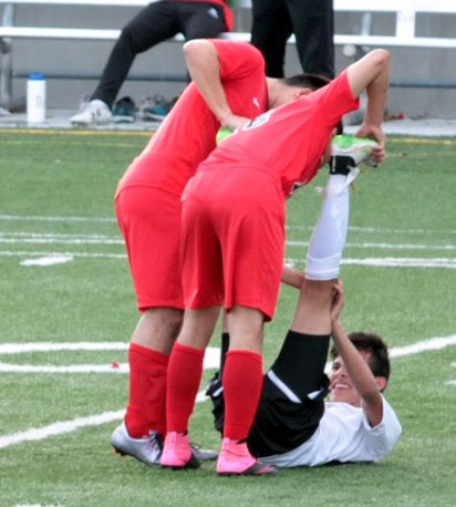 During a game, 2 LHS players (G. Garcia and J. Avila) helped an LNE player stretch out cramps in his legs. #lpsproud https://t.co/NiOIoVCVHs