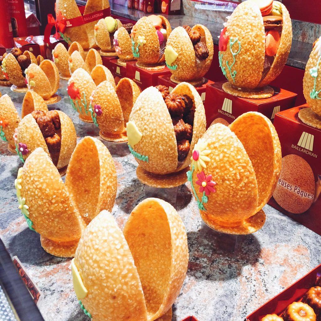 """フランスは今週末からイースター休暇。ボルドーの伝統的焼き菓子""""カヌレ""""の専門店バイヤルドランでは誕生と復活の象徴""""たまご""""を形取った可愛いスイーツが店頭に並んでいます♪ https://t.co/qKB7qDAxEs"""