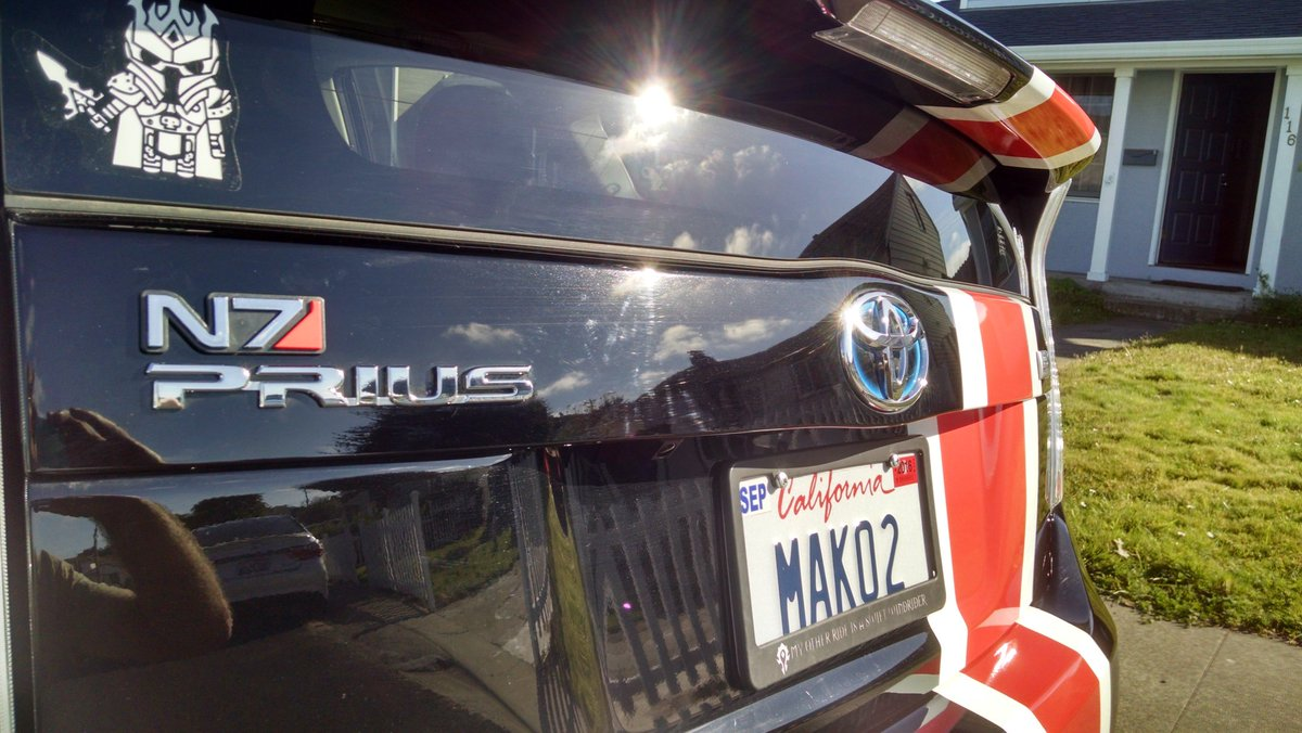AAAAA I finally got my @masseffect armor stripe on my car! Mako is now an N7 Prius! https://t.co/UFpTv44au9