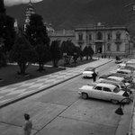 #Fotosdelrecuerdo Plaza Bolivar de #Merida - #Venezuela #MeridaNatural año 1955 https://t.co/cq47rFFzKK Foto Ula Web.