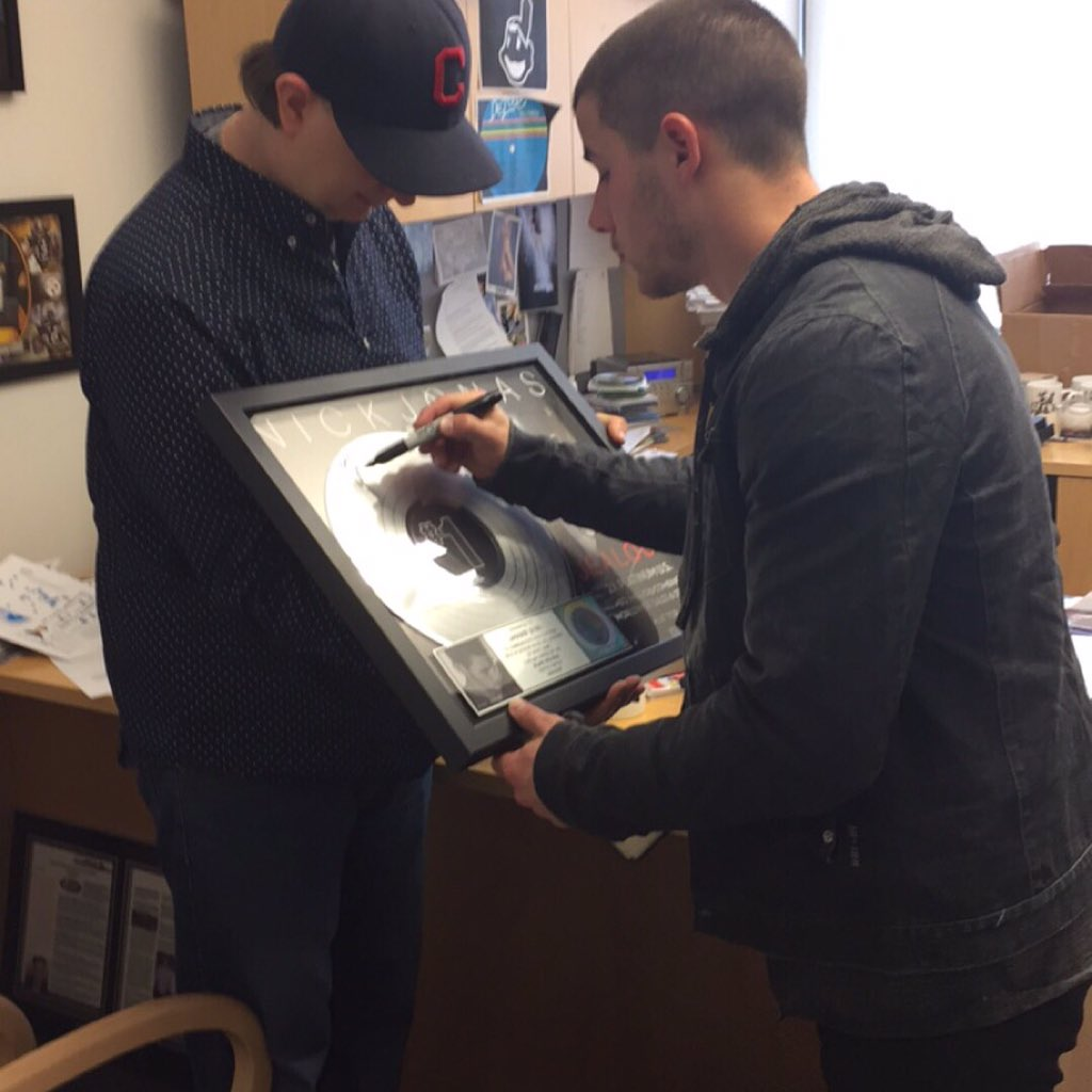 Congrats @nickjonas on your new single #Close! Thanks for stopping by and signing your plaque for me too! Great guy! https://t.co/lnSljtsOJP