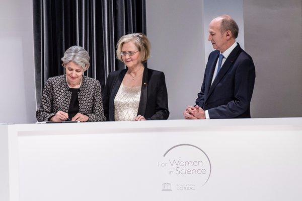 Vous pouvez signer le Manifeste pour la place des #femmes dans la #science. @4womeninscience https://t.co/T7eJr3b1xV https://t.co/xJM3ikgOiF