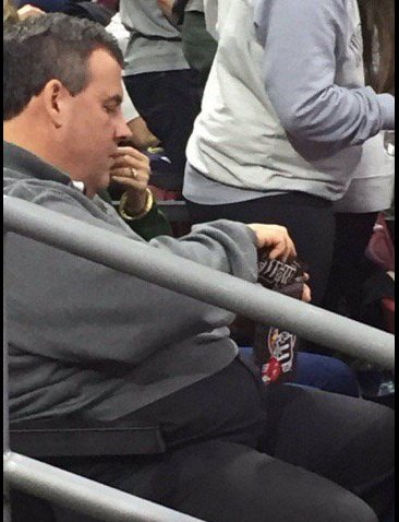 New Jersey Governor Chris Christie in Philly for NCAA Tournament working on two bags of M&M's at the same time. https://t.co/ObwyfSRRZY