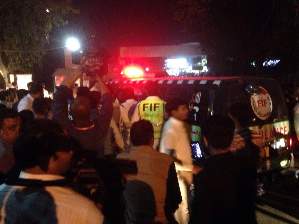 Scenes of chaos at Jinnah hospital here in #Lahore - distressed family members looking for relatives #LahoreBlast https://t.co/N5RHA93C5O