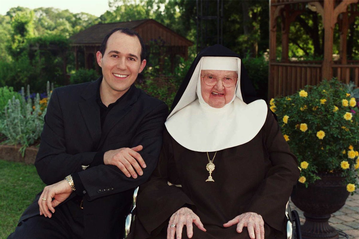 Mother Angelica was a great light in my life. No way to describe the loss. She died at 5PM but her spirit goes on. https://t.co/pwnzvWhNTz