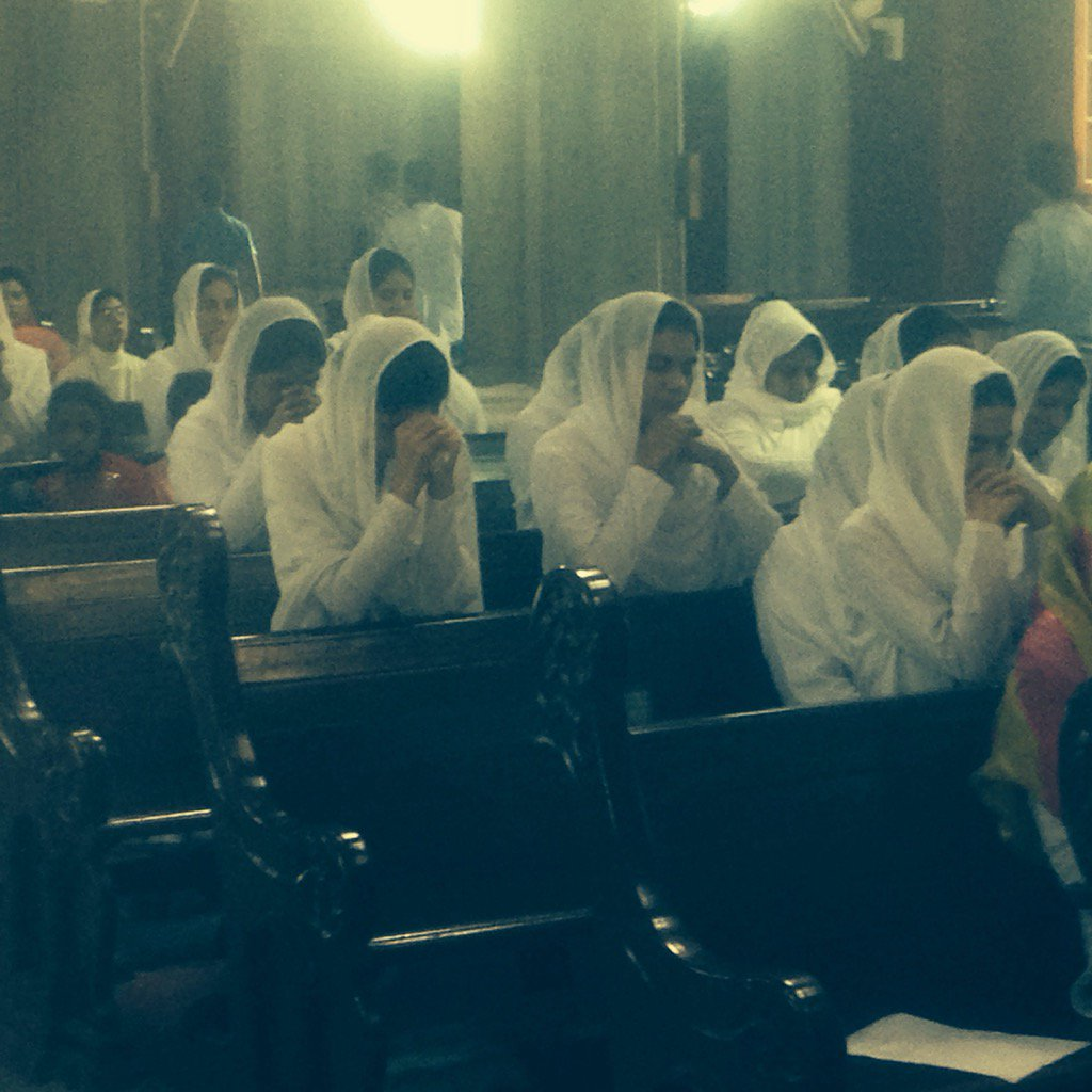Christian women at Sacred Heart Cathedral in Lahore, Pakistan. For those who define enemies by ethnicity or clothing https://t.co/EK3d2LxjsY