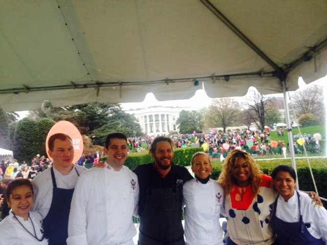 Good times today at the @WhiteHouse #EasterEggRoll! Lots of chefs here cooking and promoting #LetsMove! https://t.co/TffKgySMYk