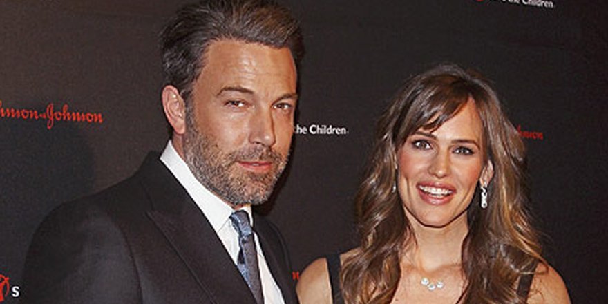 Ben Affleck & Jennifer Garner celebrate Easter together as a family with egg hunt