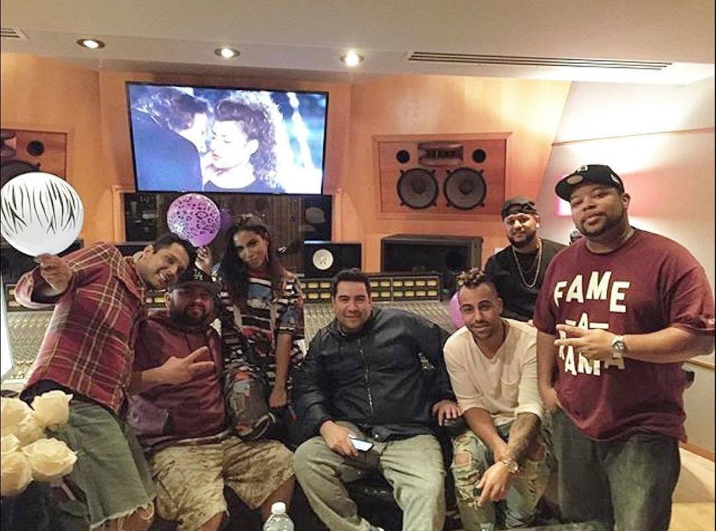 Back in the Studio recording with the birthday girl @anitta & the #Anitta Squad #hitmakers… https://t.co/zgZrGTPDIV https://t.co/0f0CAYJsOE