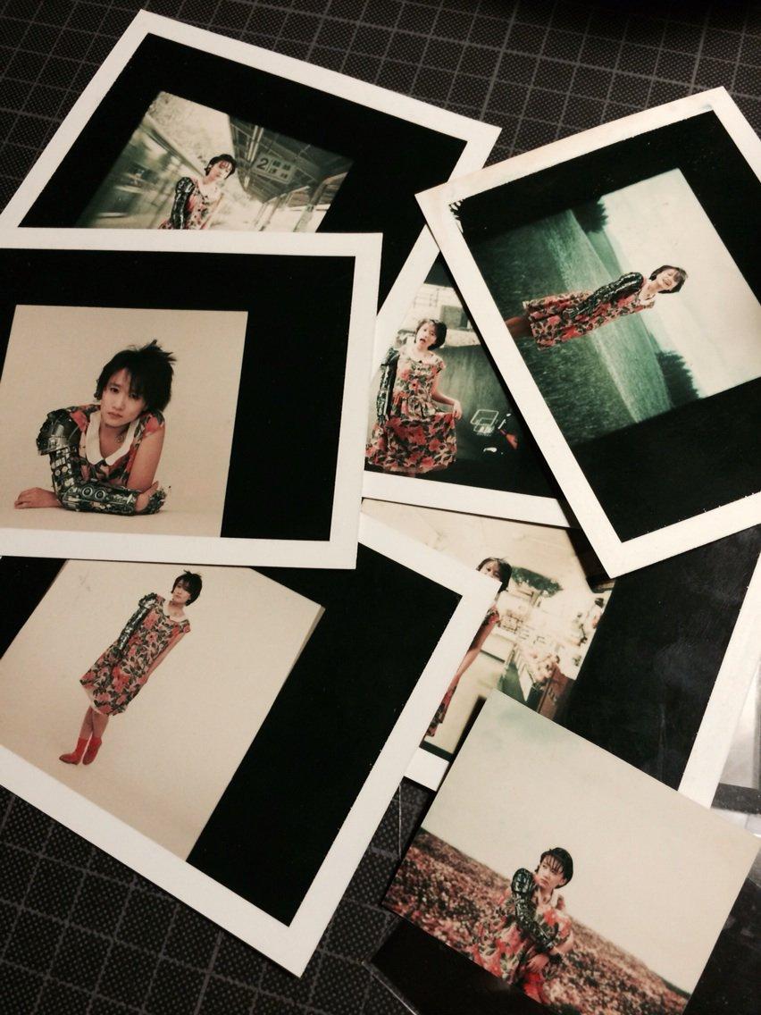 """ネガと一緒に出て来た""""レーダーマン""""の戸川純、鋤田さんが撮ったテスト用ポラ。1984年、デザインで関わってた。多分貴重かも… https://t.co/ibeECdS0kI"""