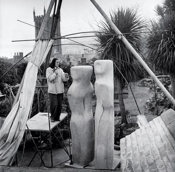 'I rarely draw what I see. I draw what I feel in my body' Photo (c) Bowness, Hepworth Estate #peopleMW #Hepworth https://t.co/anFhsEMzXI