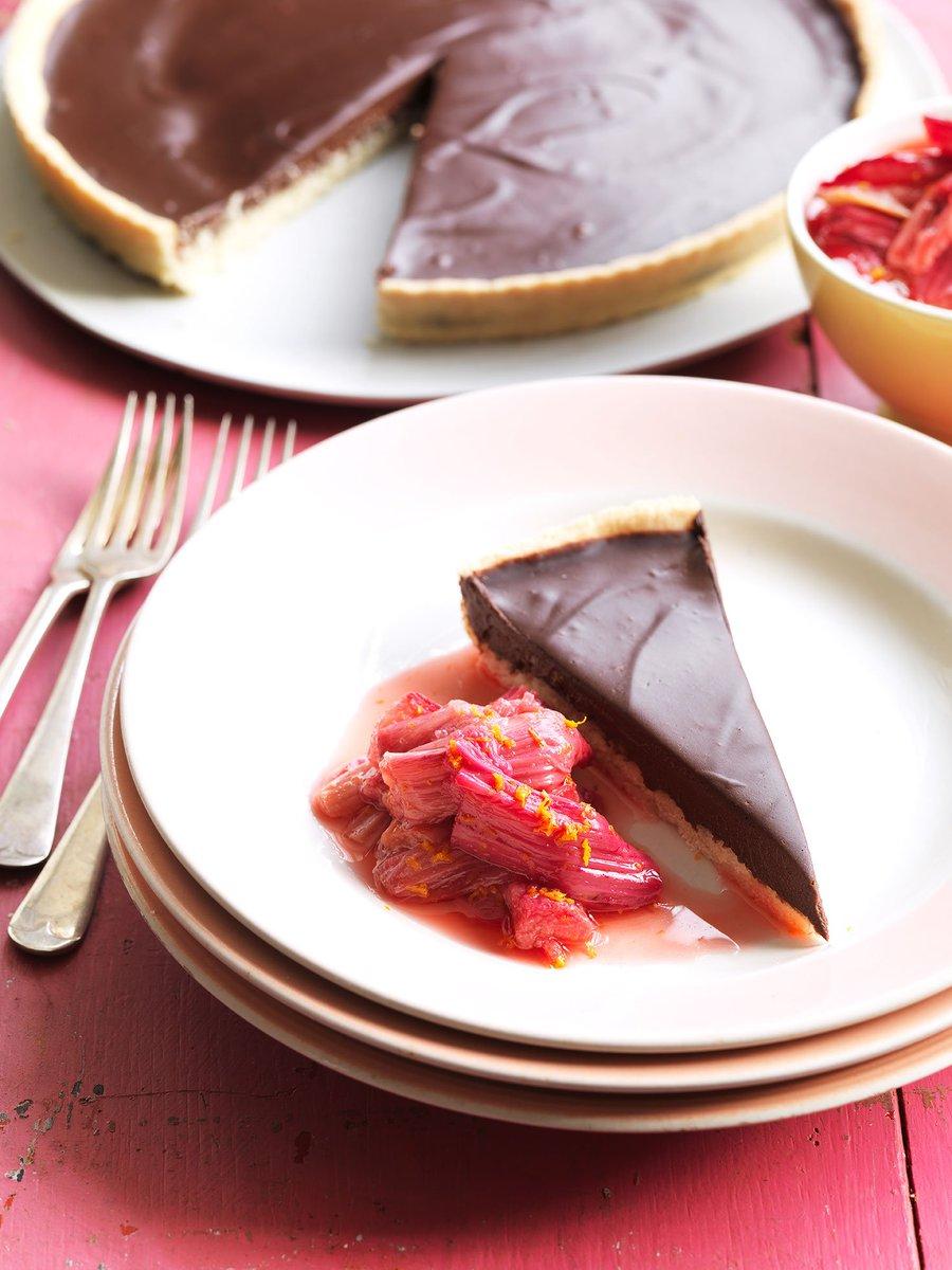 RT @JamieMagazine: Seasonal rhubarb shines in this gorgeous #vegan chocolate tart https://t.co/q1Oyf0CkVw https://t.co/YF0jQ9HZRI