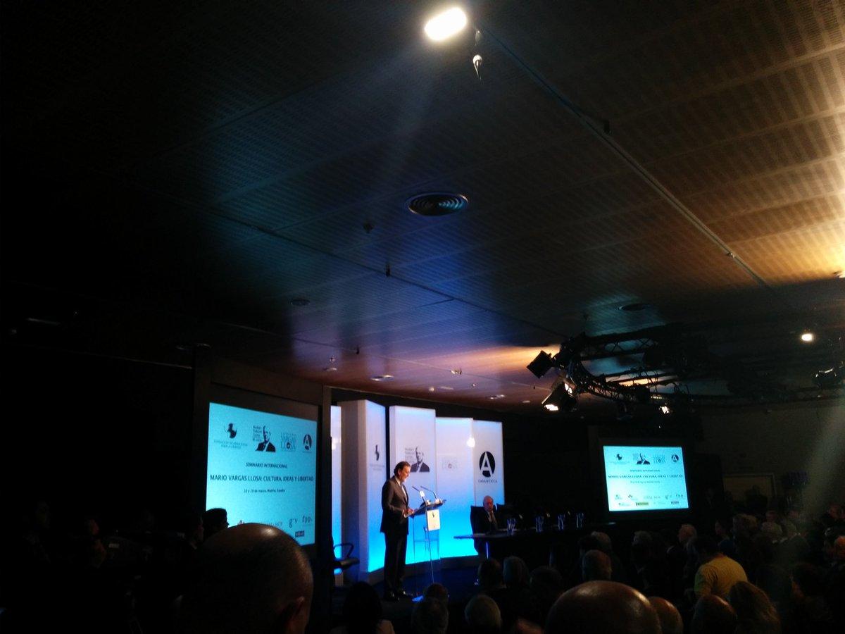 El Presidente del Gobierno @marianorajoy inaugura el seminario por el 80 aniversario de Mario Vargas Llosa #MVLL https://t.co/KTYsZgIYRc