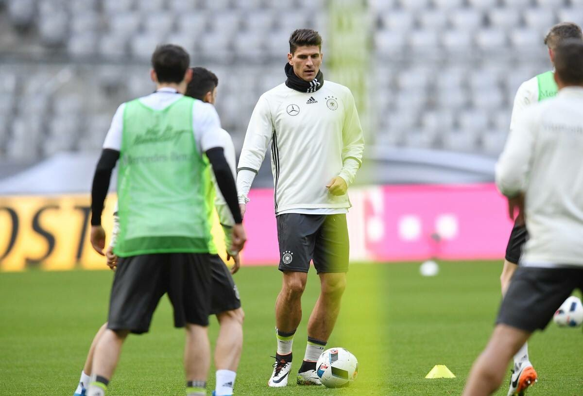 Matchday! ⚽️ Focus on Italy... #dfb #diemannschaft #gerita #win #munich #allianzarena #alteheimat https://t.co/QeeQxCwYI1
