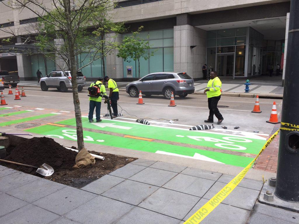 Yay! Crews are finally adding last block to Lamar 2 way bike lane in Downtown Houston! #freshkermit @HoustonPWE https://t.co/Act8wAzYkx