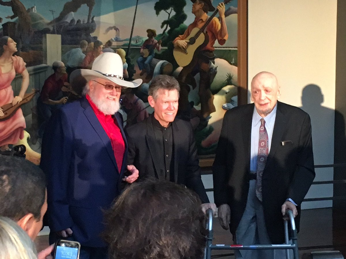 Congrats to the class of 2016 inductees of the @countrymusichof @CharlieDaniels @randytravis and Fred Foster! https://t.co/9hAjDfAVYN