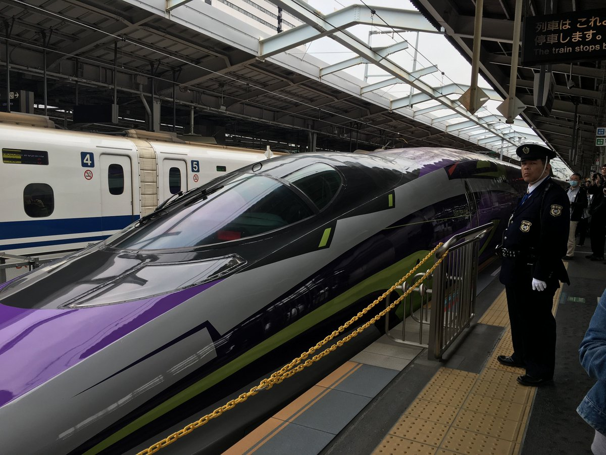 Getting up-close to the Evangelion Shinkansen (and a serious-looking guard!) in Japan! #エヴァンゲリオン #新幹線 https://t.co/eES8QEqvcU