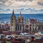 Fantástica perspectiva de la Pulchra Leonina vía @RiCasBla1#Leónesp https://t.co/XQYd8mNy2O