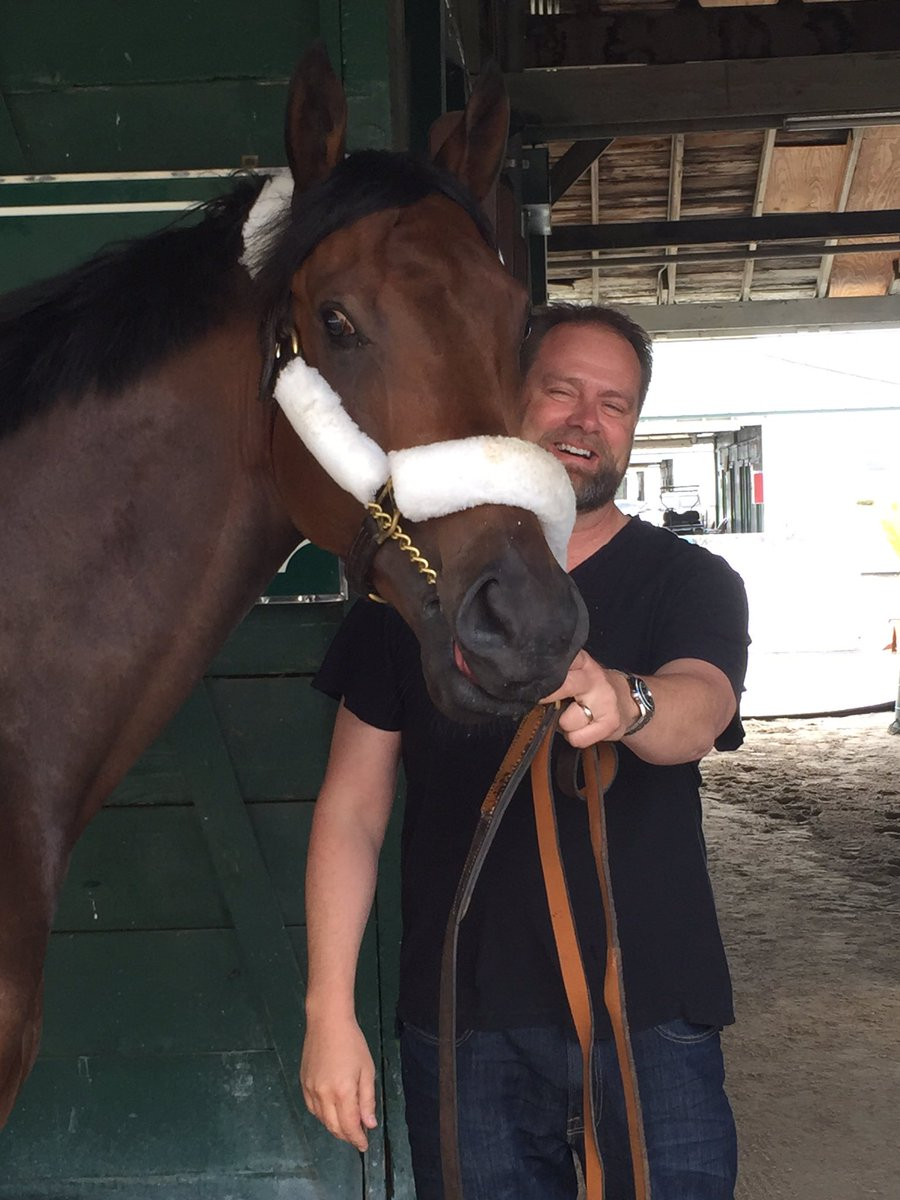 .@DougONeill1 all smiles with his undefeated champion #Nyquist https://t.co/ZU8wilc5Vh
