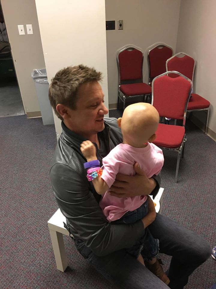 Actor Jeremy Renner meets 3-year-old girl with terminal cancer:  https://t.co/GWAz7SnrUC #FANX16 https://t.co/3zoVx6uLXa