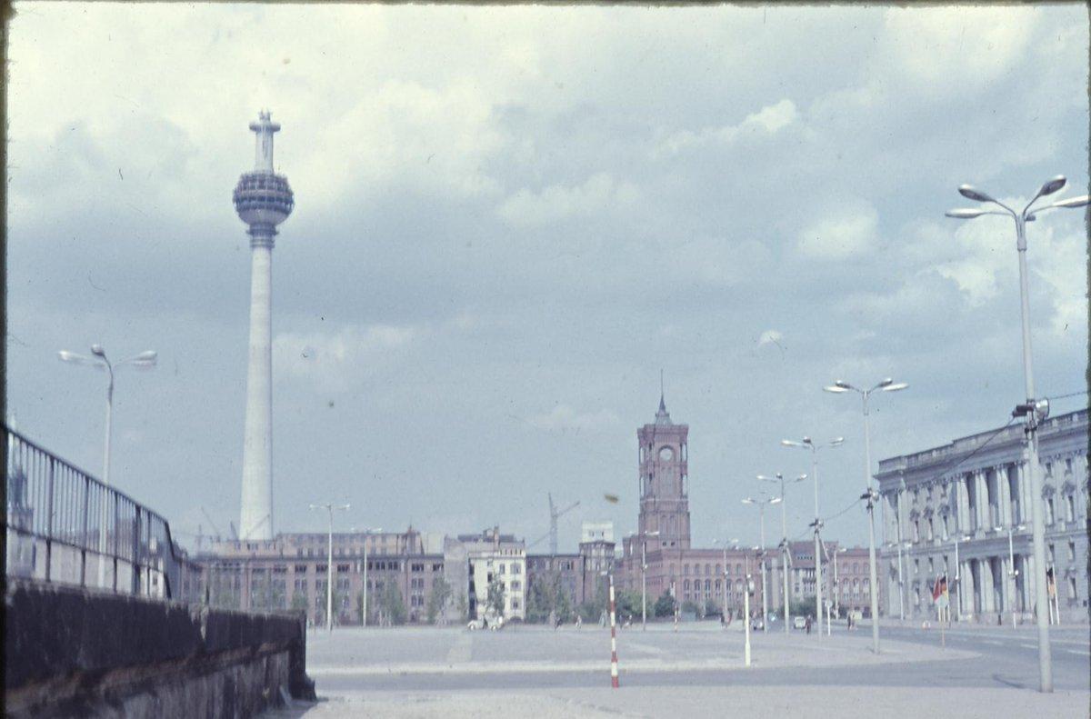The Alexanderplatz in 1969. The famous Fernsehturm is still under construction! #architectureMW #MuseumWeek /ma https://t.co/L2ojvOn5XY