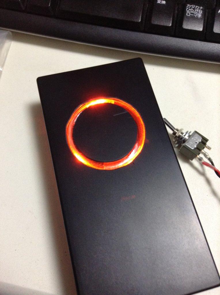 ユニバーサル基板で3オレンジLED光らせる基板作ったんだけど、明るすぎてでべぞんっ!ってなってる。 https://t.co/Adki91DDHm