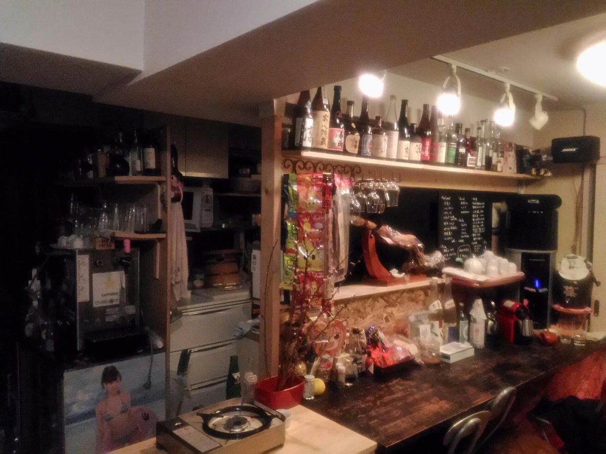 @junkstory1050 かなり綺麗な内装ですね、お見事です! やはり自宅居酒屋化は酒飲み男の憧れですよねぇ  同じく我が家もワンルームにカウンター作ってます。ビールが蛇口ひねればでる生活ヤバいです。 https://t.co/r6R42y4NSI