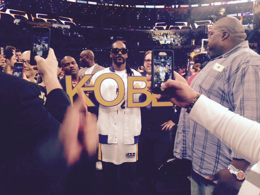 Snoop in the house on @kobebryant last game. Party courtside. @MYFOXLA https://t.co/LgcVRovyCp