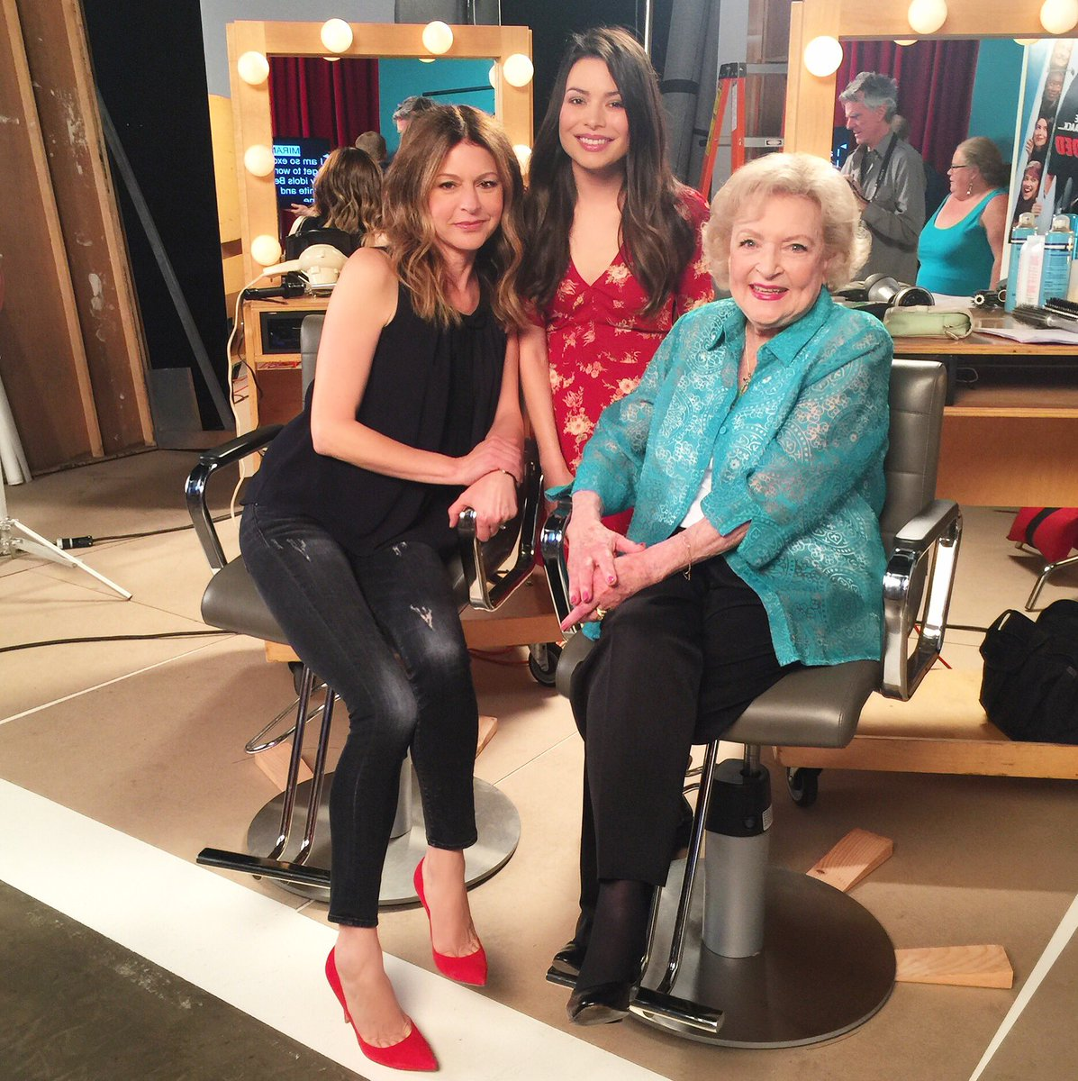 Reunited and it feels so good... Love @MirandaCosgrove and @BettyMWhite ❤️ https://t.co/KQGOfCQX7n