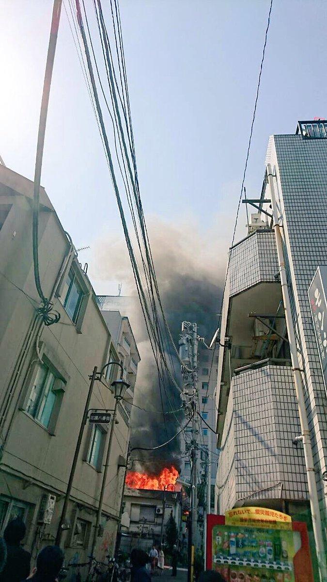 新宿ゴールデン街辺りで火事の様です。 https://t.co/4q26WdxGl5