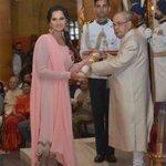 RT @RashtrapatiBhvn: #PresidentMukherjee conferred Padma Bhushan on tennis player Smt. Sania Mirza https://t.co/2qQrVkzTkU