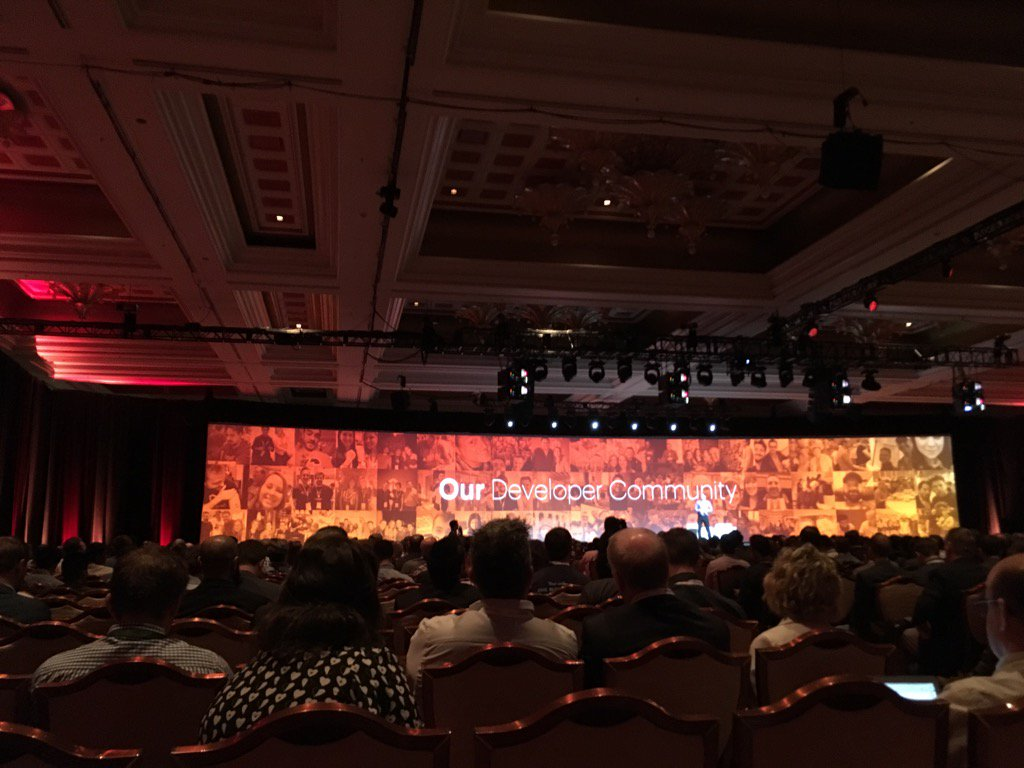 MikeAzeve: I spy our awesome marketing ace @Thunder_Dust do you? #MagentoImagine @Clustrix https://t.co/WiVATal6HD