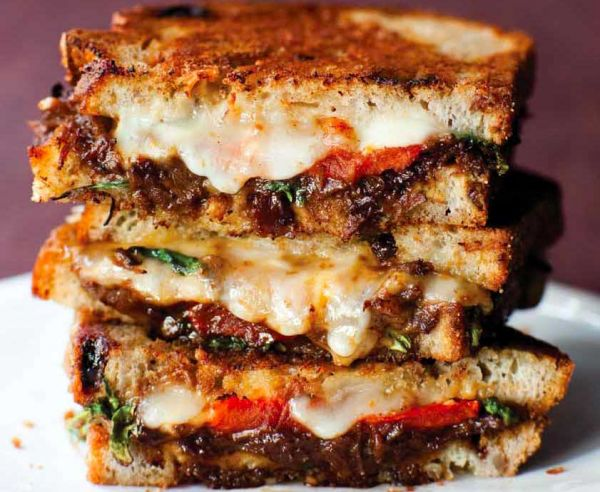 It's #NationalGrilledCheeseDay! Check out a few awesome places to chow down in #LosAngeles: https://t.co/TIeuVcnw3X https://t.co/aYTULQmdCr