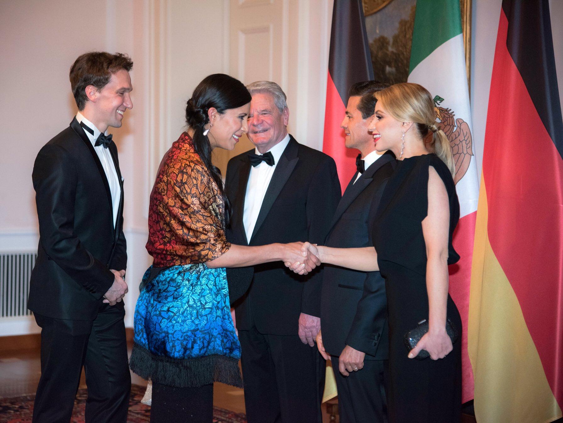 'Cuando salgo al escenario quien baila es @Mexico'. @ElisaCarrilloC, Primera Bailarina de la Ópera de Berlín. https://t.co/BPBxfjnYRE