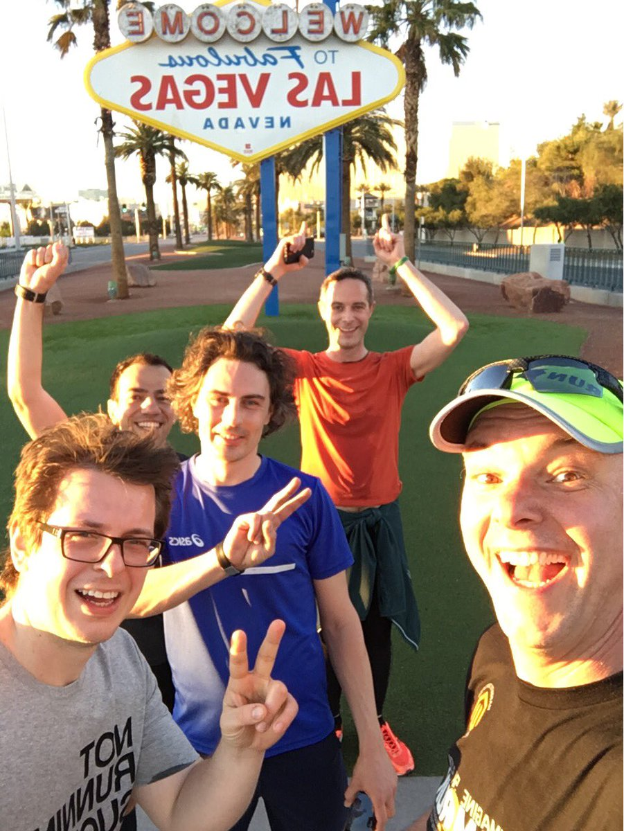 brentwpeterson: Team @Magento at the Las Vegas sign this morning #MagentoImagine #MageRun https://t.co/FSuA5NvWGt