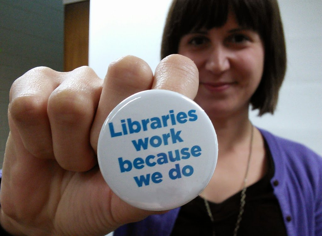 It's National Library Workers Day. Show a library worker some love! https://t.co/LwxfCwJ6Ka #NLWD16 #NLW16 https://t.co/tLZctAHrPJ