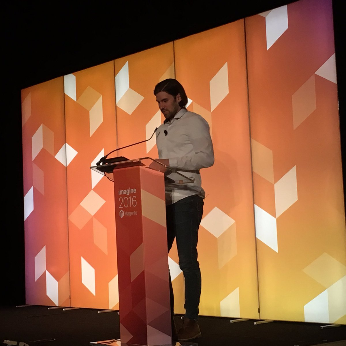 monocat: #MagentoConfessions First time attending a @Falkowski session in person #MagentoImagine https://t.co/3g2CJBnoL6