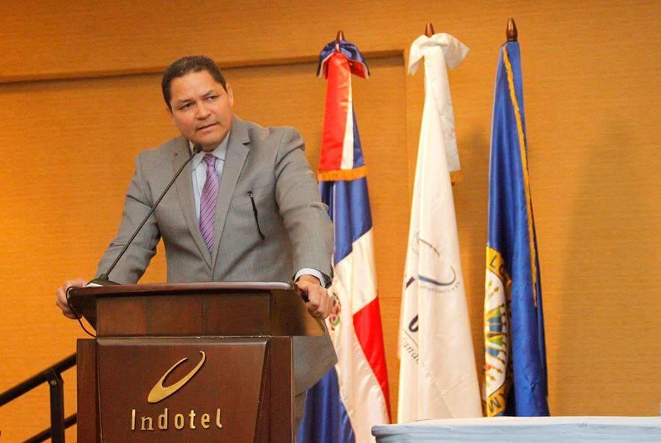 .@GedeonSantosR detalla los planes del Indotel en el proyecto #RepúblicaDigital https://t.co/uz4n6MgFop https://t.co/kPvpWPvEAL